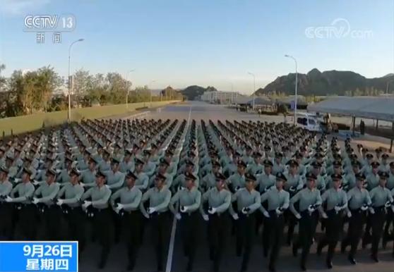 央视记者探访阅兵训练场丨武警部队方队:毫厘不差走实每一步
